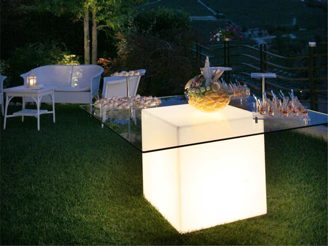 Noleggio Tavolo Base Luminosa,piano quadrato,illuminazione rgb  Punto Noleggio