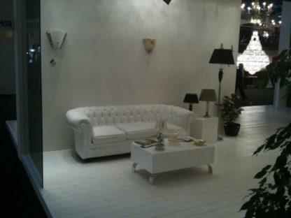 noleggio divano chesterfield bianco