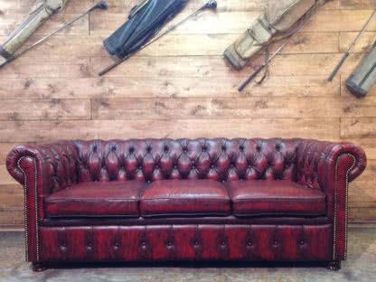 divano chester rosso a noleggio