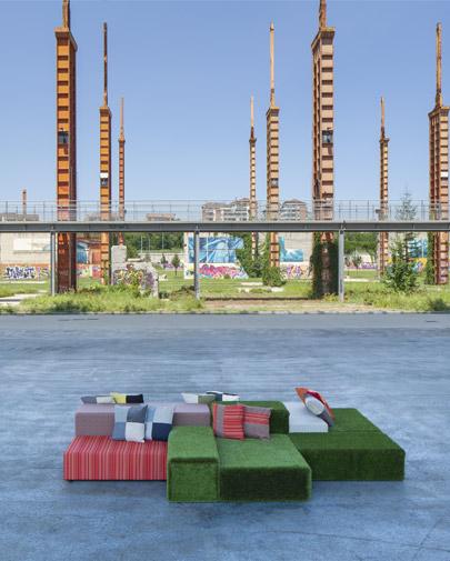 Noleggio divano modulare prato inglese per eventi punto for Divano in inglese
