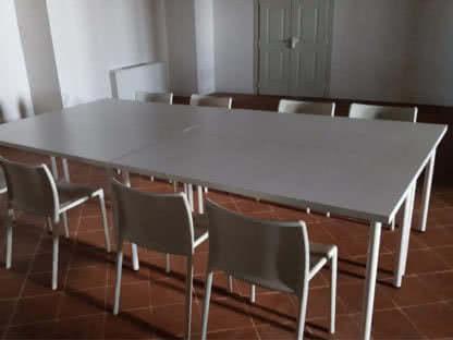 scrivania bianca a noleggio