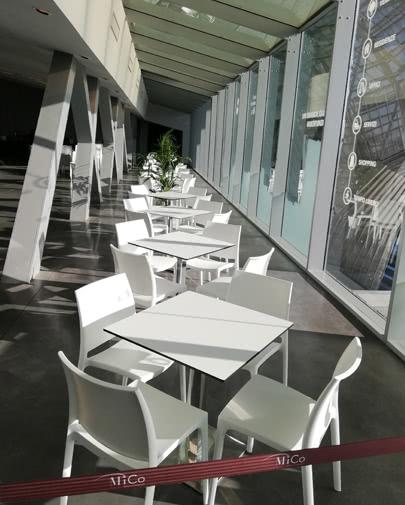 noleggio sedia maya e tavolo bar