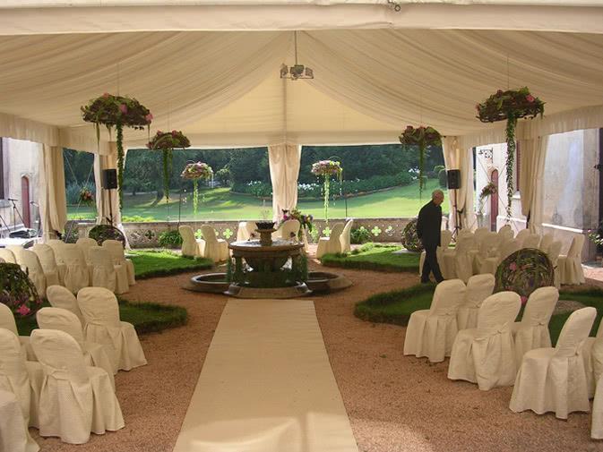 Noleggio sedia vestita in tessuto per eventi punto noleggio for Sedie bianche