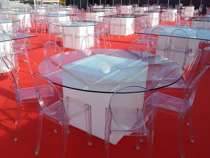 Noleggio tavolo luminoso con piano rotondo in cristallo for Tavolo kartell rotondo
