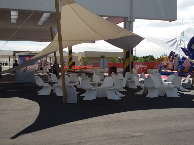 Sedia Panton Trasparente : Noleggio sedia panton chair di vitra per eventi punto noleggio