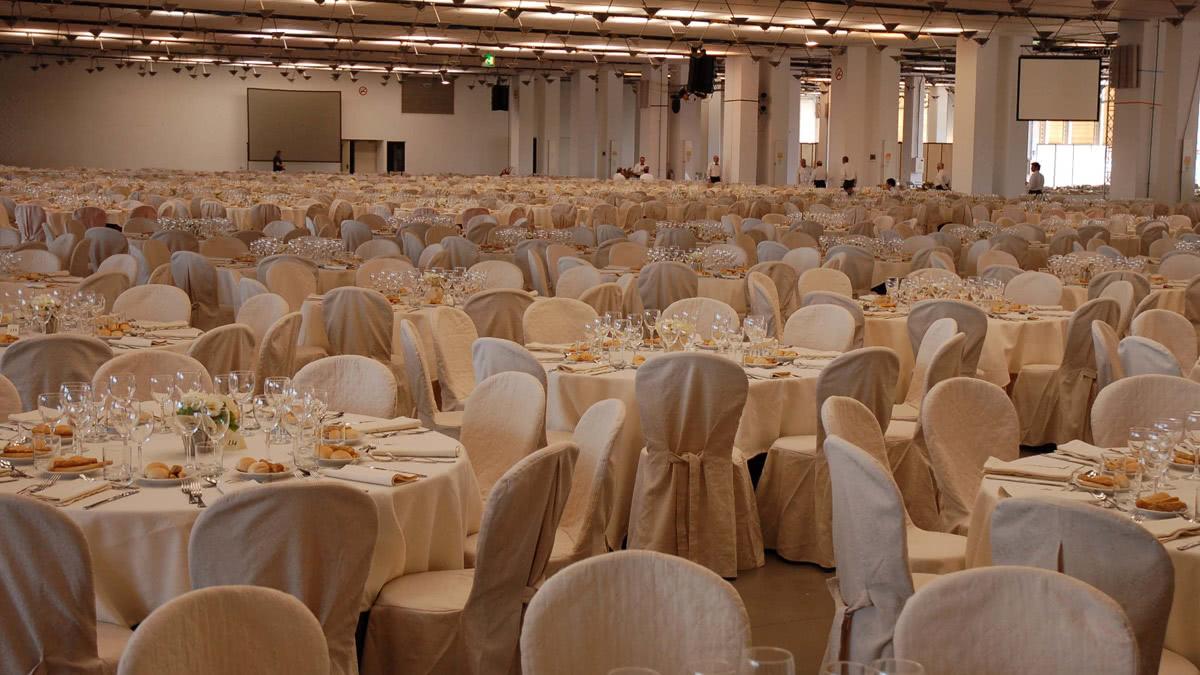 slider-eventi-aziendali-noleggio-tavoli-tovagliati-sedie-vestite